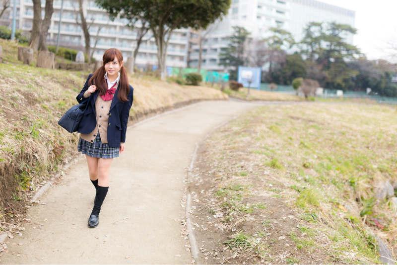 制服姿の女子高生