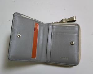 新しい二つ折り財布01