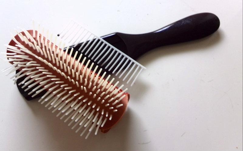 洗うのが簡単なヘアブラシ