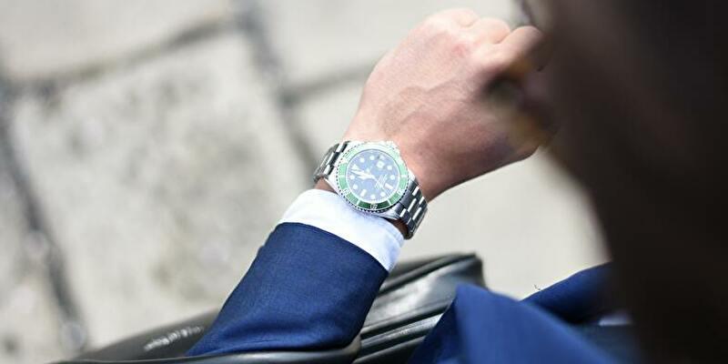 オメガの時計と男性